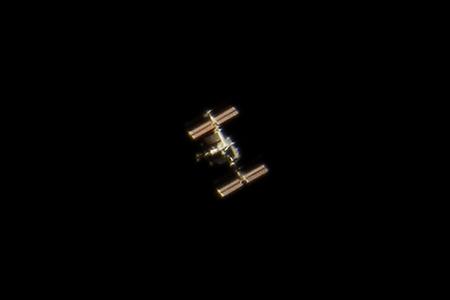 ISS v dalekohledu